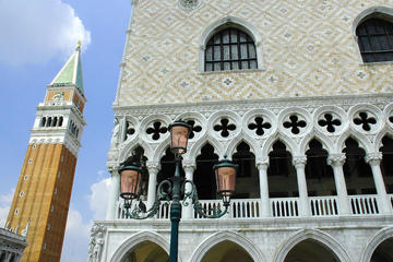 Venedig Sehenswürdigkeiten: Spaziergang mit Markusdom und Dogenpalast