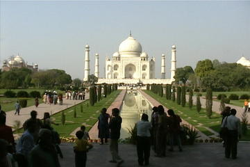 Private 2-Day Tour of Taj Mahal and Agra from Guwahati Including Return Flight