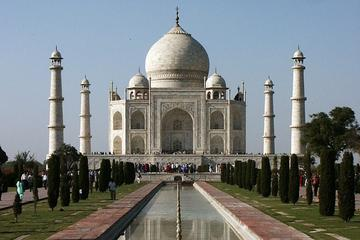 Private Day-Trip to Taj Mahal and Agra from Chennai with Return Flight