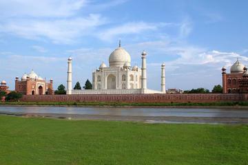 Private Day-Trip to Taj Mahal and Agra from Kolkata Including Return Flight
