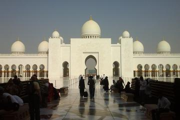 Abu Dhabi : Private Tour with Car and...