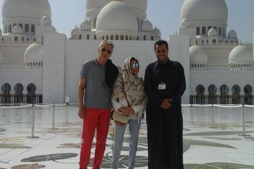 Tour privato di Abu Dhabi di una giornata per un massimo di 8 persone