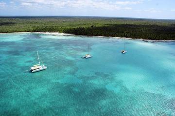 Excursão de lancha e catamarã pela ilha paradisíaca de Saona