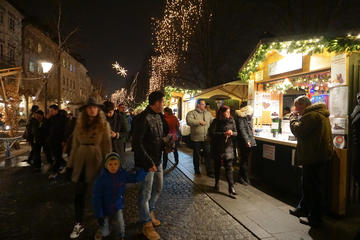 Ljubljana Christmas Spirit Foodie Walk Combined with Boat Ride