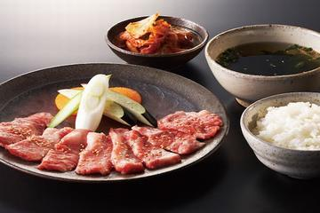 All-you-can-eat Yakiniku Dinner and Robot Show Ticket Package in Shinjuku