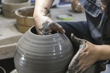 Bizen Ware Pottery Lesson with a Craftsman in Okayama