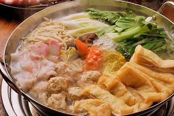 Desafíe a los luchadores de sumo y disfrute de un almuerzo a base de...
