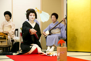 Geisha show and traditional game experience in Tokyo
