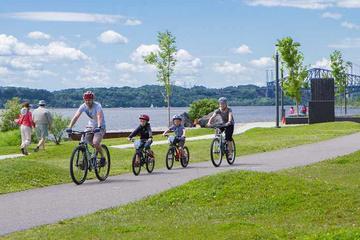 Promenade en vélo à Québec le long du fleuve Saint-Laurent