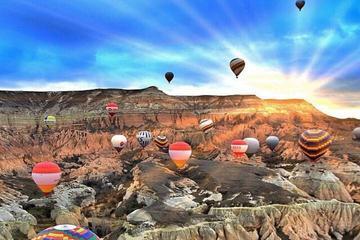 Excursiones en globo aerostático en Capadocia con desayuno y champán