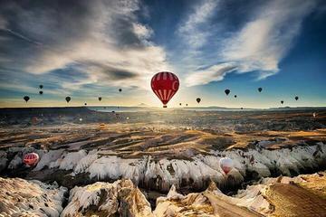 Heißluftballonfahrt über Kappadokien in kleiner Gruppe