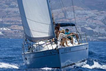 3 uur durende luxe zeilboottocht in Tenerife met zwemmen en eten aan ...