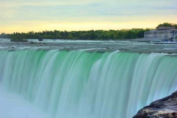 Niagarafälle ab Toronto mit Mittagessen und Hornblower-Bootstour
