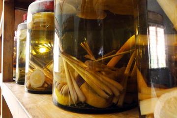 Liqueur cambodgienne infusée de Sombai : visite d'un atelier et...