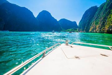プーケットからスピード ボートで行くピピ島終日…