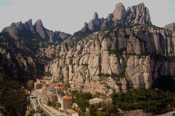 Randonnée guidée d'une journée dans le Montserrat historique au...
