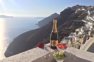 Esperienza al tramonto con champagne a Santorini
