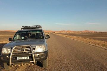Excursion de 2nuits en petit groupe dans le désert au départ de...