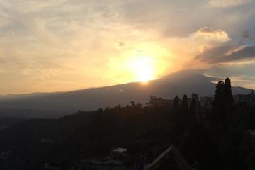Tour a piedi al tramonto sull'Etna per piccoli gruppi