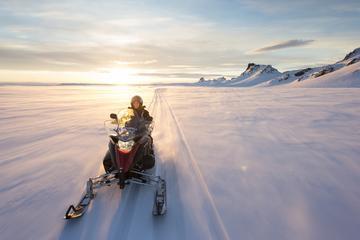 Motonieve en el glaciar Langjökull y...