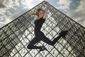 Professional Photo Shoot Walking Tour in Central Paris