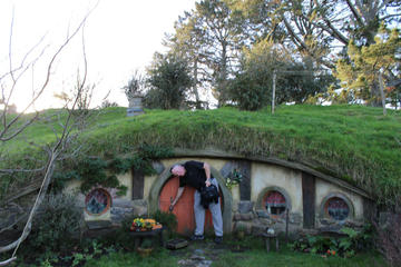 2-Day Hobbiton, Rotorua and Waitomo Tour from Auckland