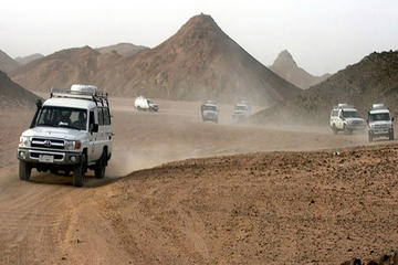 Woestijnsafari in Hurghada per kameel en strandbuggy