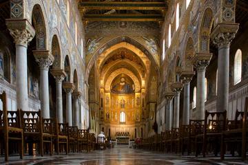 Entrada al complejo de la Catedral de...