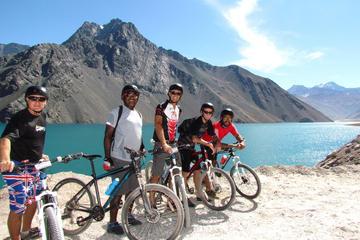Excursão de mountain bike particular para o Reservatório el Yeso e o...