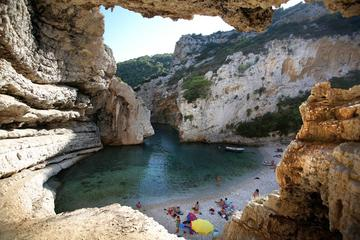 Small-Group Tour: 6 Islands and 3 Caves with Lunch and Wine Tasting