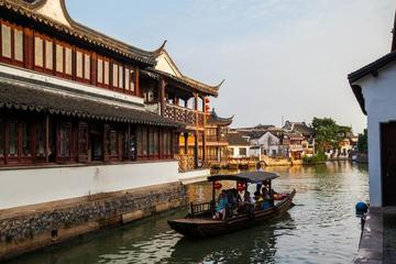 Zhujiajiao Ancient Town and Night Luxury Cruise Tour with Dinner in Shanghai