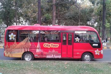 Ônibus com várias paradas em Phnom Penh
