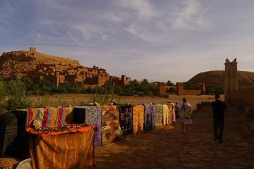 Aventura para grupos pequeños de 9 noches de montañas y desierto...