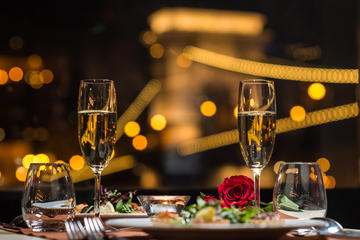 Valentine Day Budapest Dinner Cruise with Piano Battle Show