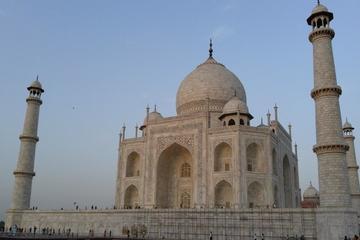 Exclusive Taj Mahal and Agra Sightseeing Tour