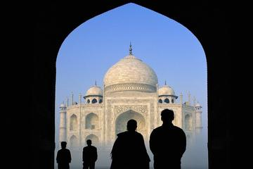 Romantic Honeymoon Tour In Taj Mahal Suroundings