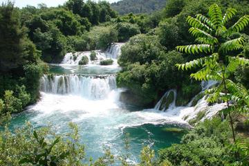 Voyage d'une journée en petit groupe aux cascades du parc national de...