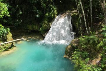 Excursion privée aux chutes secrètes et au trou bleu