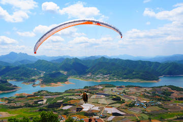 Paragliding Day Trip from Seoul Including Lunch and Visit to Eight...
