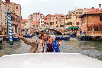 Crucero en un lujoso barco a motor en Venecia: Gran Canal y la...