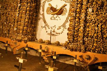Krypten-Tour in kleiner Gruppe: Knochenkapelle und Katakomben