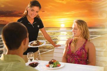Middagskryssning i solnedgången: fyrarätters middagsupplevelse