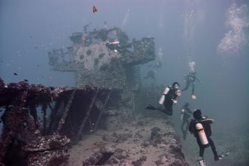 Book Two Tank Boat SCUBA Dive from Waikiki on Viator