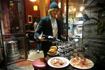 Recorrido a pie de experiencia de tapas y vinos en Barcelona