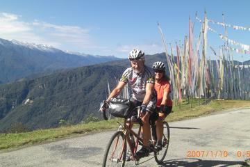 Tour: Höhepunkte von Bhutan mit 3...