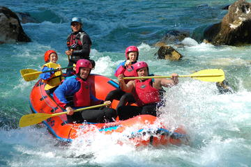 Aventura de rafting en el río Soca...