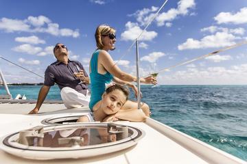 Private Führung: Katamaran-Segeln und Schnorcheln auf der Isla Mujeres
