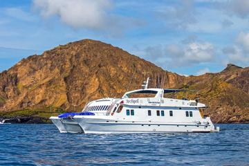 Galapagos Island Cruise: 4-Day Tour Aboard the 'Archipel I'