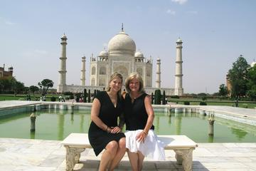 Taj Mahal Private Day Trip Including Same Day Flights from Mumbai