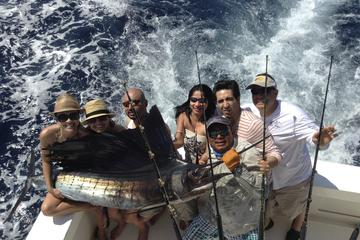 Fishing in the Pacific: Large or Small Boat Options